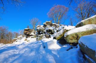 Hochstein im Winter im Lausitzer Bergland, Sachsen, Deutschland - High stone in winter in Lusatian Mountains, Saxony, Germany