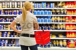 Auswahl in einem Supermarkt