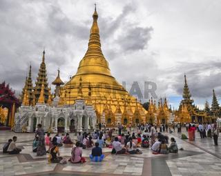 Rangun Shwedagon-Pagode beten