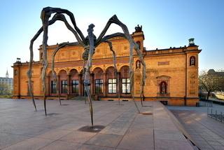 Spinnenskulptur Maman vor Kunsthalle Hamburg