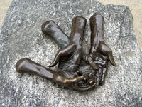 Louise Bourgeois, The welcoming hands, Tuileries Gardens, Paris, France
