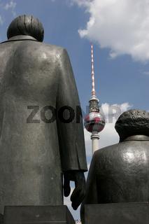 Marx und Engels vor dem Fernsehturm in der Bundeshauptstadt Berlin - Deutschland   communists Marx and Engels in front of the TV tower in the german capital Berlin Germany