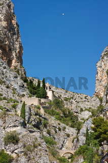 Kirche in Moustiers-Sainte-Marie Provence