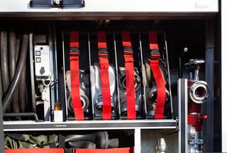 Feuerwehr offene Seitenwand eines Einsatzfahrzeug