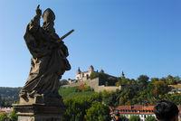 Blick auf die Würzburger Festung mit dem Hl. Kilian