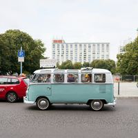 Sightseeing tour with guide in an old VW Bulli through the city center of Berlin