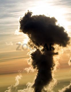 Rauchsäule von einem Kraftwerk.