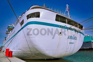 'Traumschiff' MS Amadea im Kaiserhafen Bremerhaven - The MS Amadea in Bremerhaven, Germany