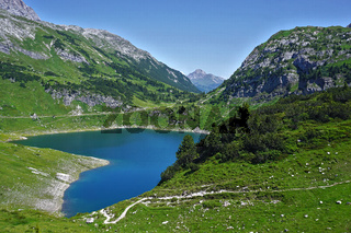 Formarinsee am Fuße der RotenWand im Lechquellengebirge, Vorarlberg, Österreich