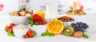 Gesundes Frühstück Erdbeer Joghurt Früchte Obst Essen Müsli Fruchtjoghurt gesunde Ernährung Banner