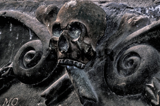 Spanien: Totenkopf Symbol Kathedrale Jaca