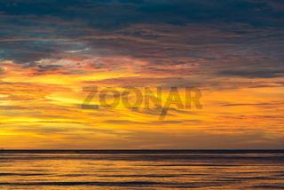 Sonnenuntergang im Golf von Tomini bei Ampana auf Sulawesi