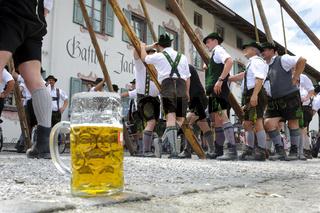 Maibaum-Aufstellen in Bayern