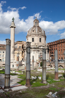 Roins of Roman Forum, Trajan's column in Rome