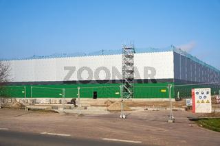 neu gebaute Fabrikhalle in einem Gewerbegebiet in Magdeburg