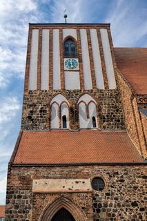 wusterhausen, deutschland - 03.06.2020 - turm von st. peter und paul