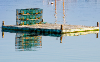 Hummerfallen auf einem Dock auf Bailey Island, Maine, Neuengland, USA, Nordamerika
