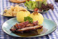 bayerischer Schweinebraten mit Kartoffeldürmlingen