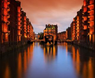 Hamburg Speicherstadt Wasserschloss Nacht - Hamburg city of warehouses palace at night 05