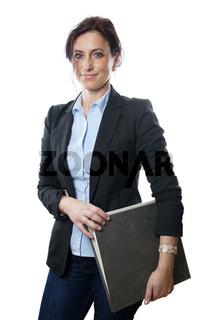 Geschäftsfrau mit Aktenorder