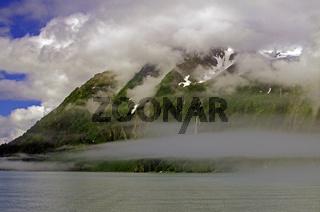 Nebeliger Fjord
