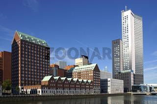 Skyline in Rotterdam, Kop van Zuid (mit Maastoren) am Spoorweghaven