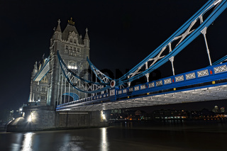 Towerbridge at Night/bei Nacht