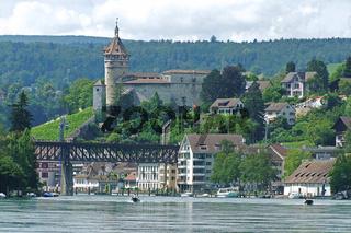 Blick auf den Rhein und den Munot in Schaffhausen