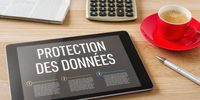 A tablet with the headline Data security in french - Protection des données