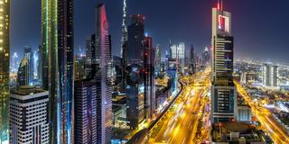 Dubai Sheikh Zayed Road Burj Khalifa Kalifa Hochhaus Wolkenkratzer Skyline Architektur Panorama in Vereinigte Arabische Emirate