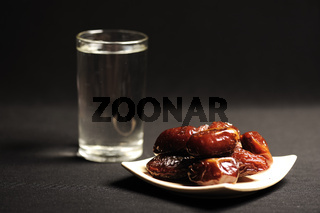 Ramadan is comming: water and dates