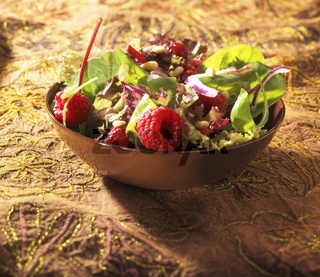 Salade with rasberries