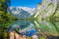 Blick auf den Obersee im Berchtesgadener Land in Bayern