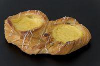 Blätterteigkuchen mit gelbem Pudding