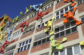 Sculptures nicknamed Flossis