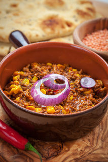Mexican chilli con carne with red lentils and flatbread