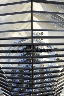 verspiegelte Mittelsaeule  der Reichstagskuppel, Detailaufnahme