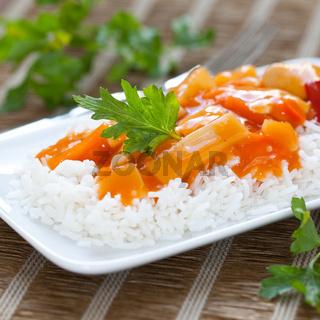 Reis mit Hähnchen süß sauer