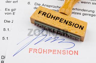 Holzstempel auf Dokument: Frühpension