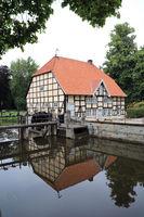 Ems-Wehr an der Schlossmühle im Schlosspark von  Schloss Rheda