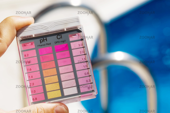 Chlorine content and PH value test in pool water