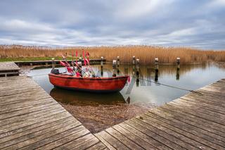 Fischerboot im Hafen von Althagen auf dem Fischland-Darß