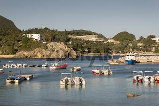Der Hafen von Paleokastritsa, Korfu