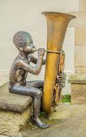 Bronzeskulptur, Junge mit Tuba, Kunst und Kultur Waldenbuch