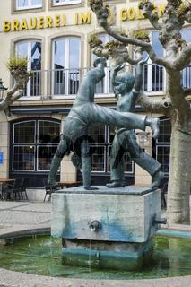 Radschlaegerbrunnen in der Altstadt, Duesseldorf, Nordrhein-westfalen, Deutschland, Europa