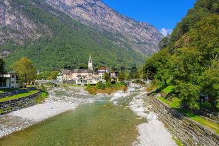 Bignasco im Maggiatal, Tessin in der Schweiz - Bignasco in the Maggia Valley, Ticino in Switzerland, Europe