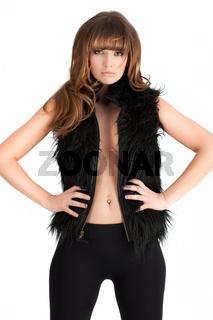 Sexy Maedchen mit schwarzer Pelzjacke vor weiss