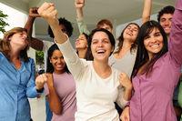 Party: junge Menschengruppe feiert