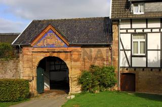 Portal der Burg Hausen bei Heimbach, Eifel