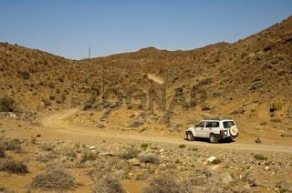 Geländewagenauf einer Naturpiste im wüstenartigen Richtersveld-Nationalpark
